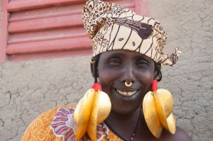 traditional mali earrings- real gold! djenne, mali 2012